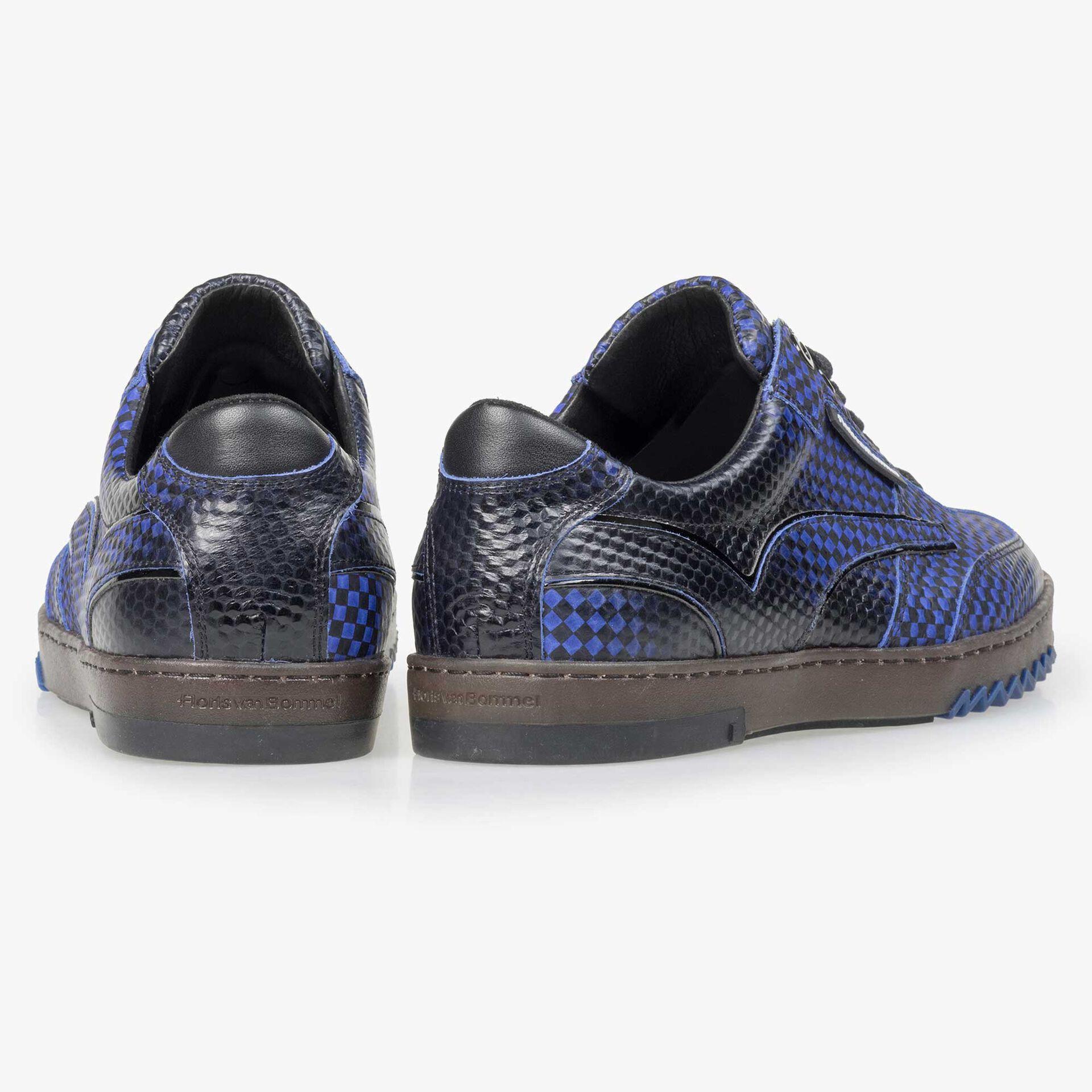 Floris van Bommel knallig blauer Herren Sneaker mit schwarzem Print