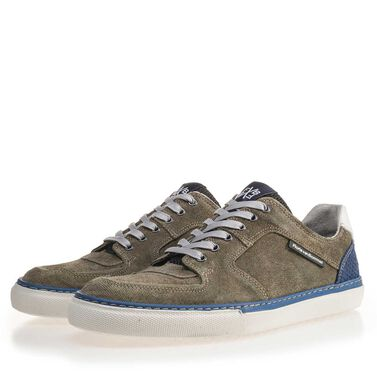 Leather sneaker with a white sole