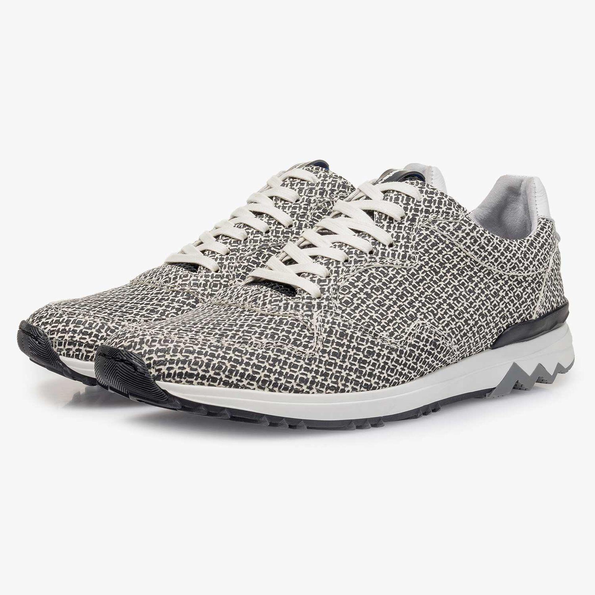 Weißer Leder-Sneaker mit geometrischem Print