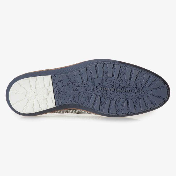 Weißer Leder-Schnürschuh mit bedrucktem Wildleder