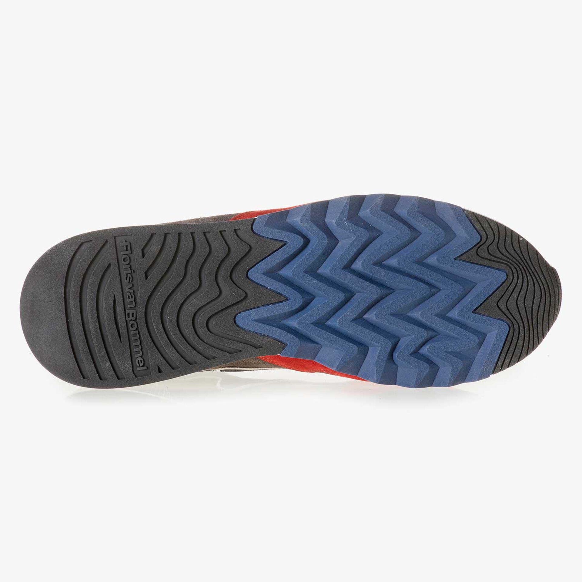 Rot-gelber Wildleder-Sneaker