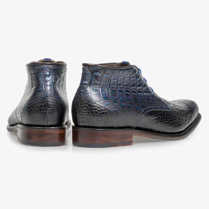 Blauer Leder-Schnürstiefel mit Krokoprint