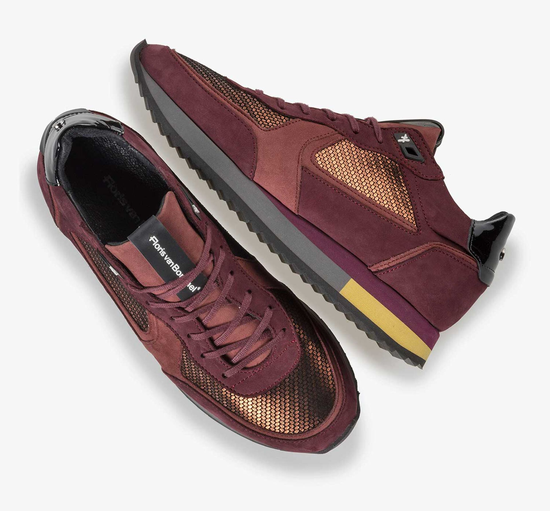 Kupferfarbener Wildleder-Sneaker mit Metallic-Print