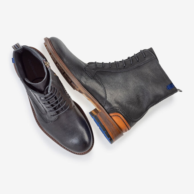 Lace boot black calf leather