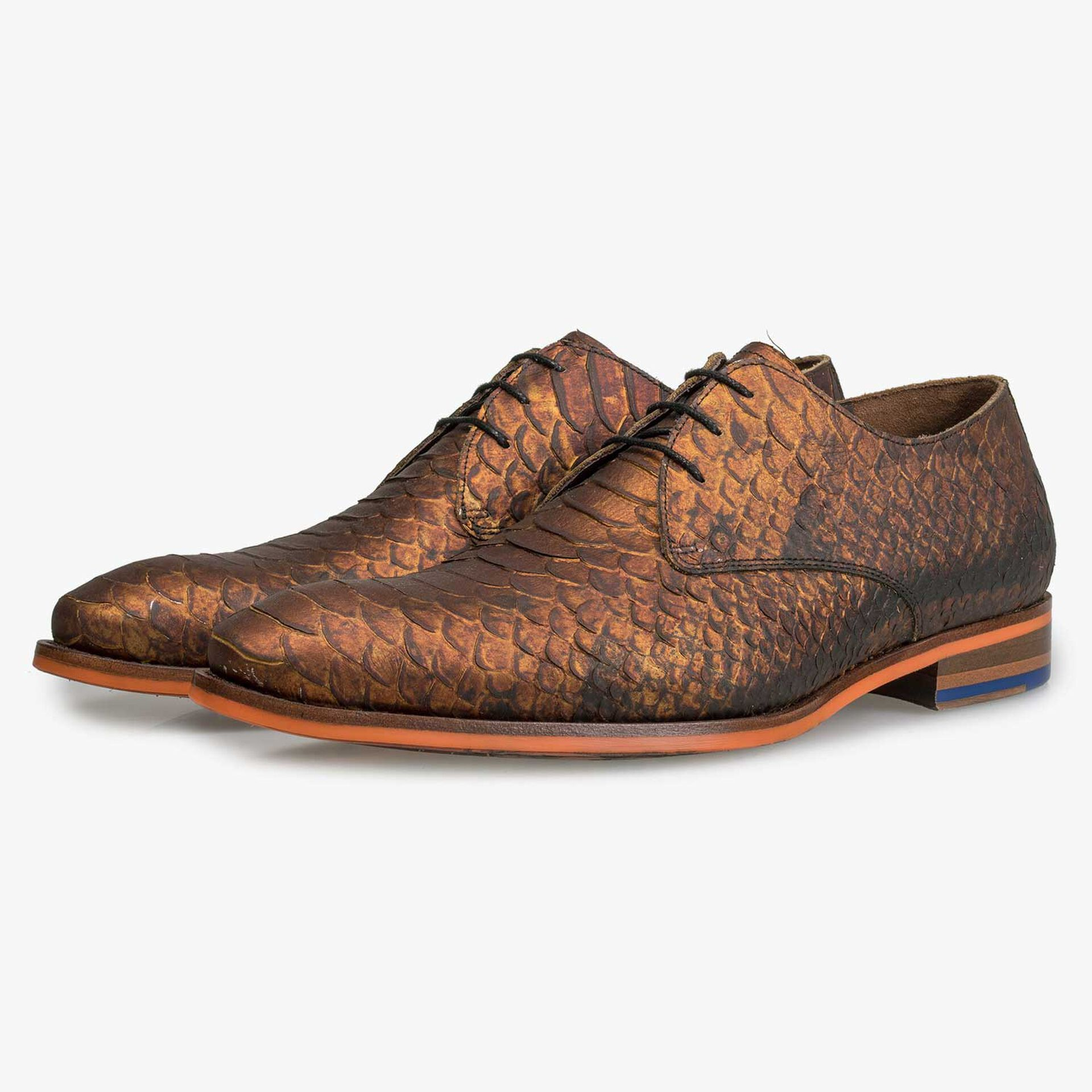 Calf leather lace shoe with snake print