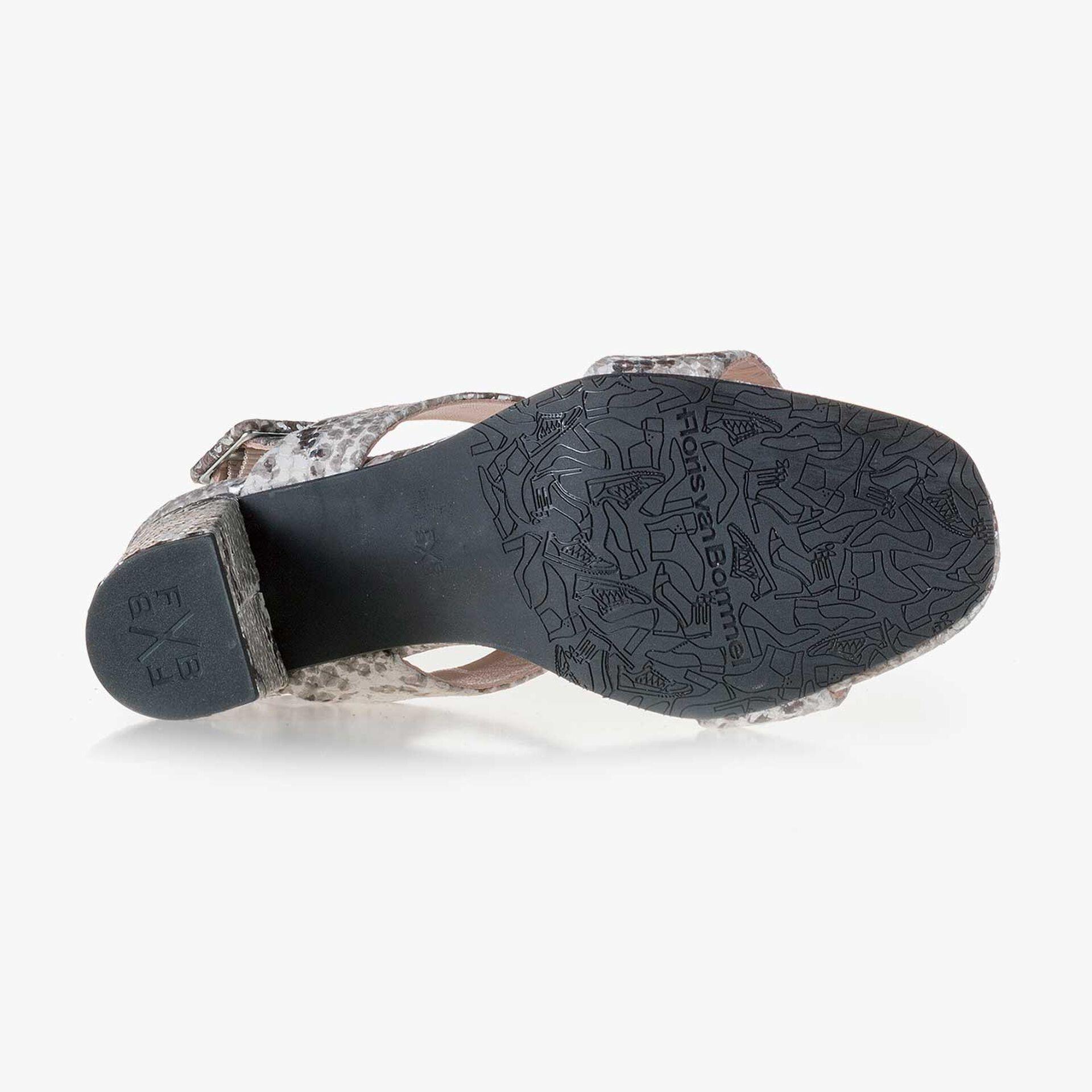 Taupefarbene Leder Sandale mit Schlangenprint