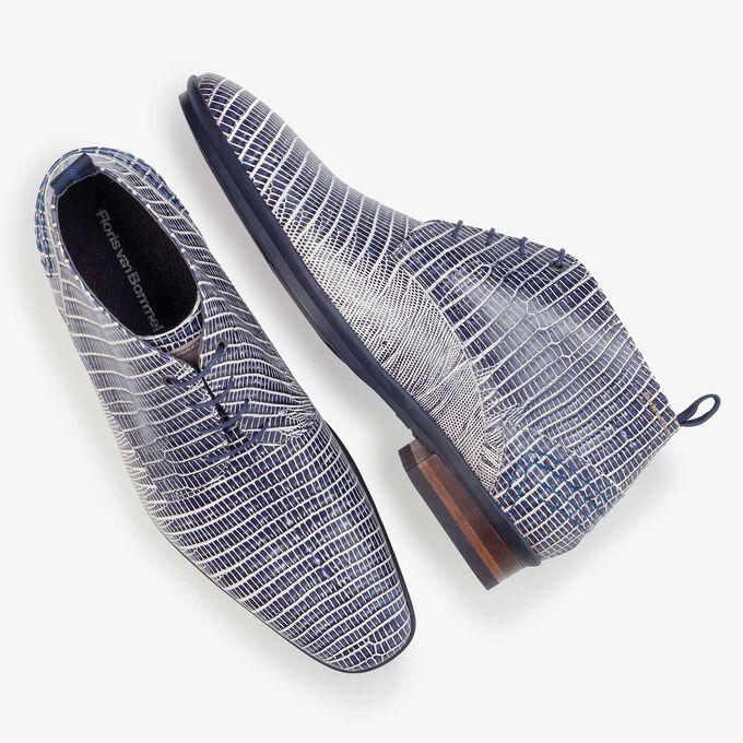 Blauer Schnürstiefel aus Leder mit Eidechsenprint