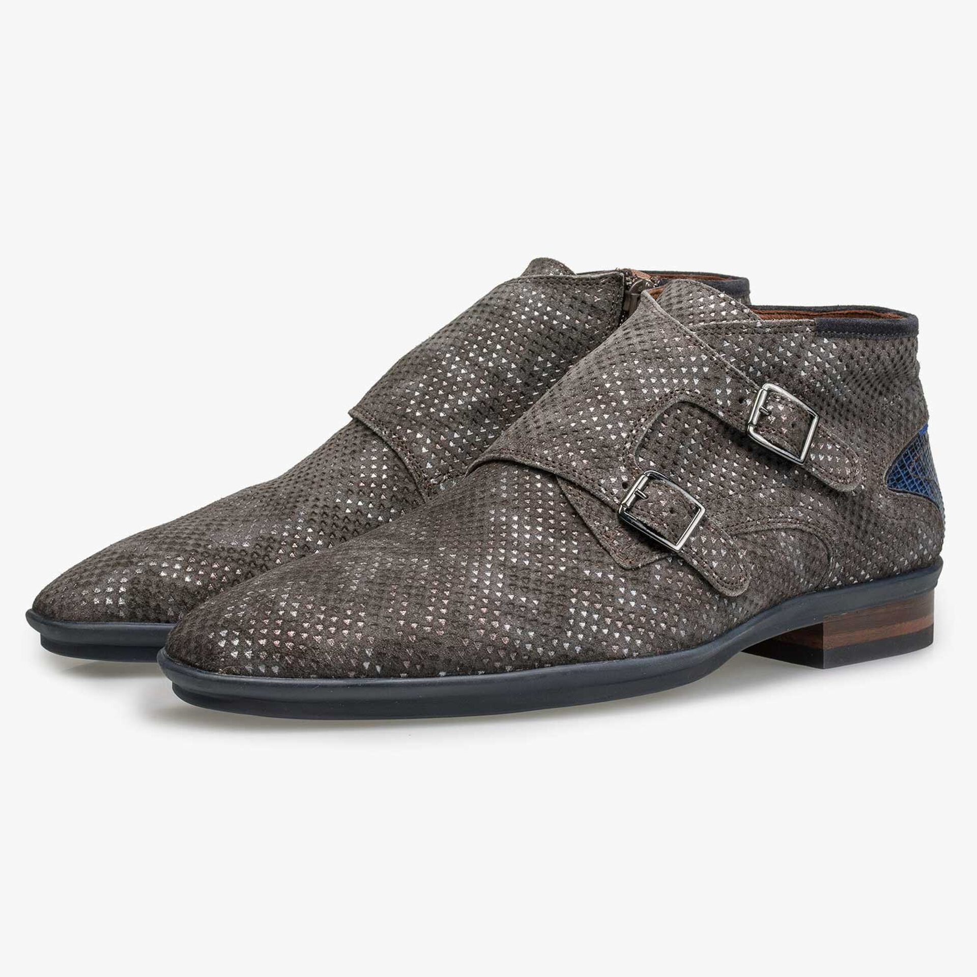 Mid-high brown patterned buckled shoe
