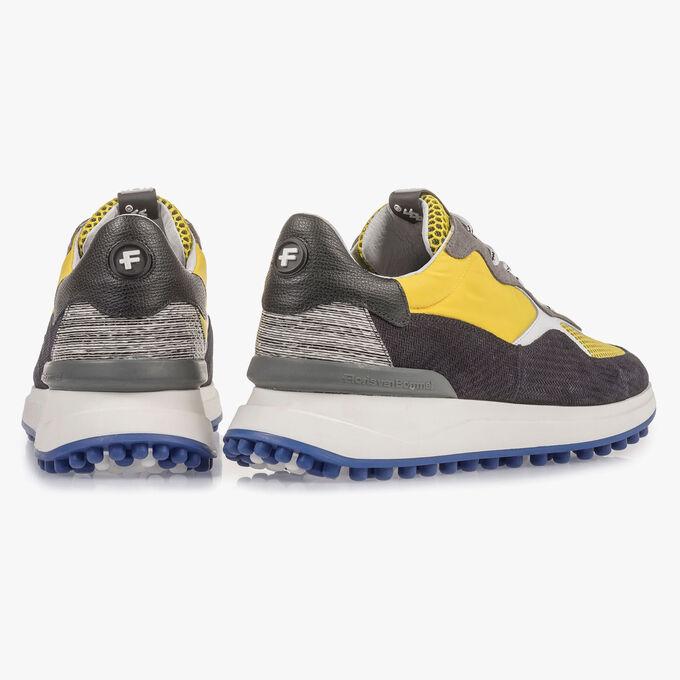 Mehrfarbiger Wildleder-Sneaker mit gelben Details
