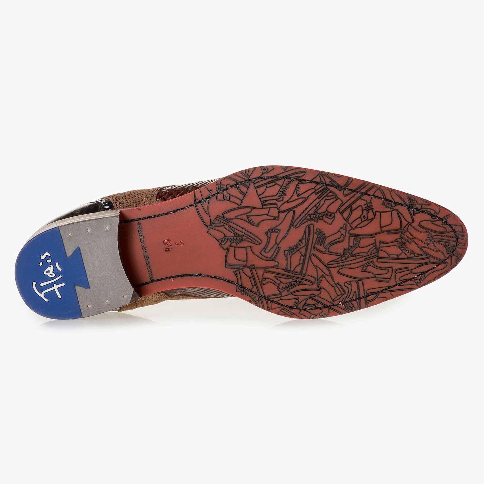 Cognacfarbener Leder-Schnürschuh mit Schlangenprint