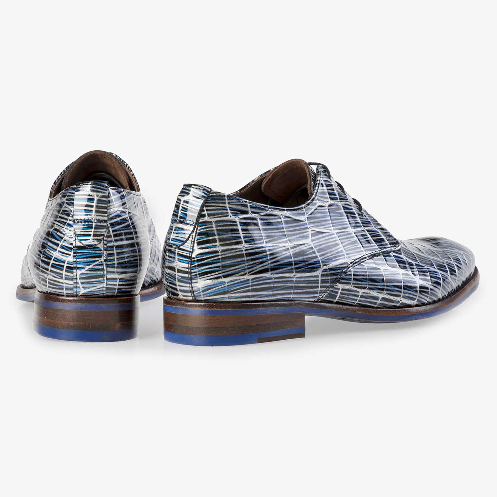 Blue patent leather lace-shoe with print