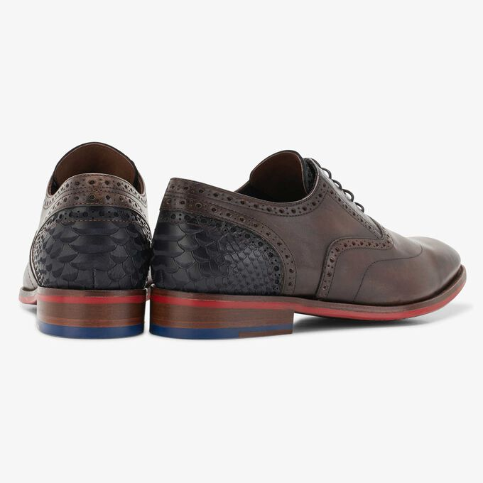 Brown leather lace shoe