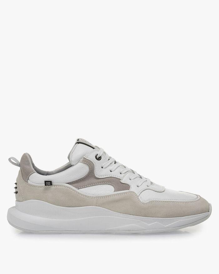 Weißer Sneaker mit cremeweißem Wildleder