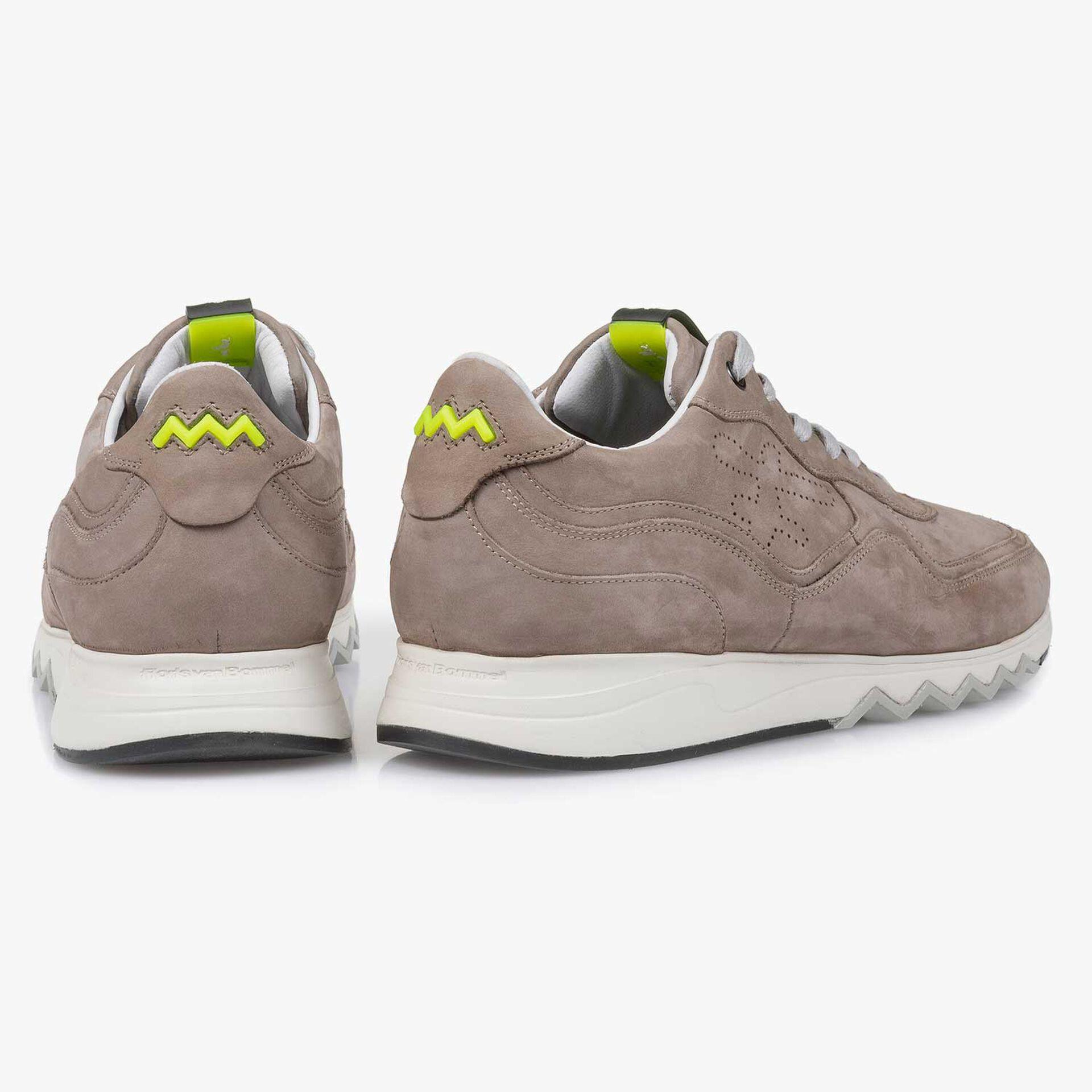Taupefarbener Nubukleder-Sneaker