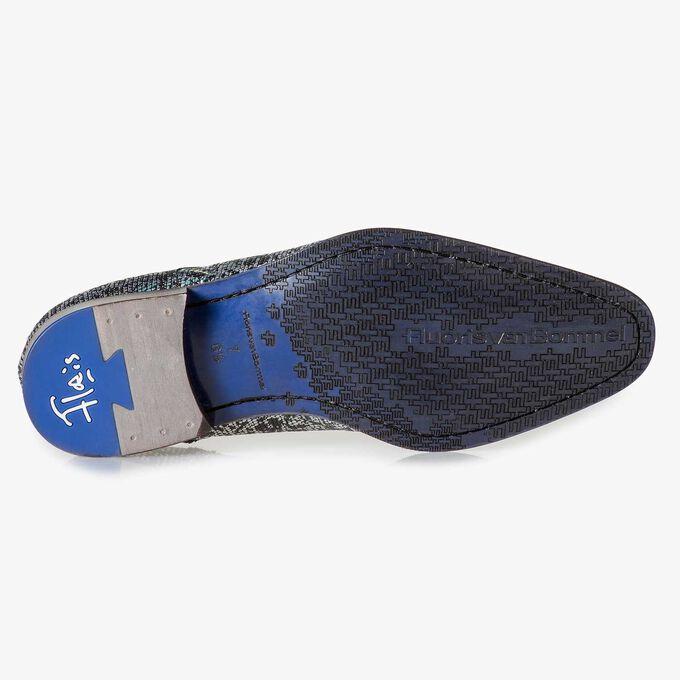 Schwarzer Premium-Schnürschuh mit silbernem Metallicprint