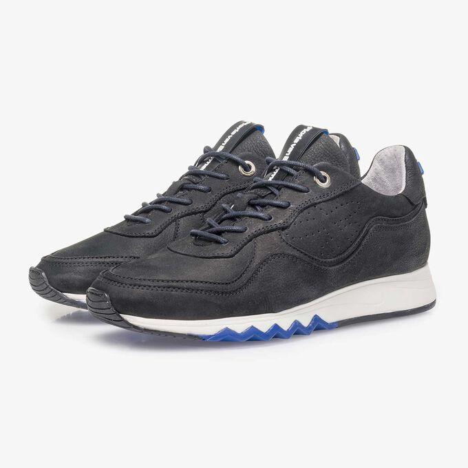 Schwarzer fein strukturierter Nubukleder-Sneaker