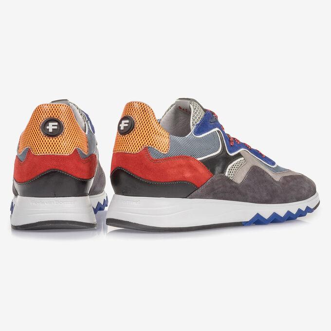 Mehrfarbiger Wildleder-Sneaker mit blauen Details