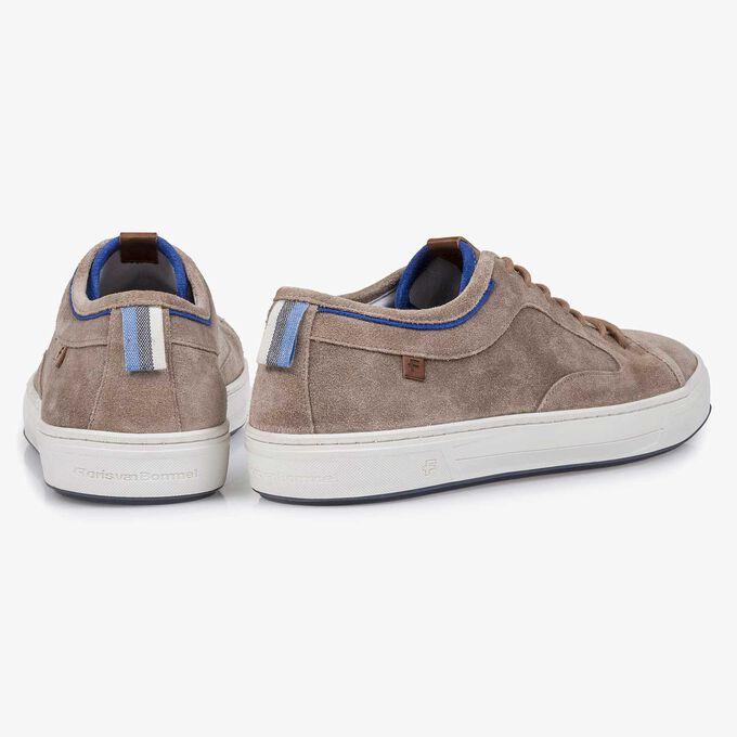 Taupefarbener Sneaker aus gewaschenem Wildleder