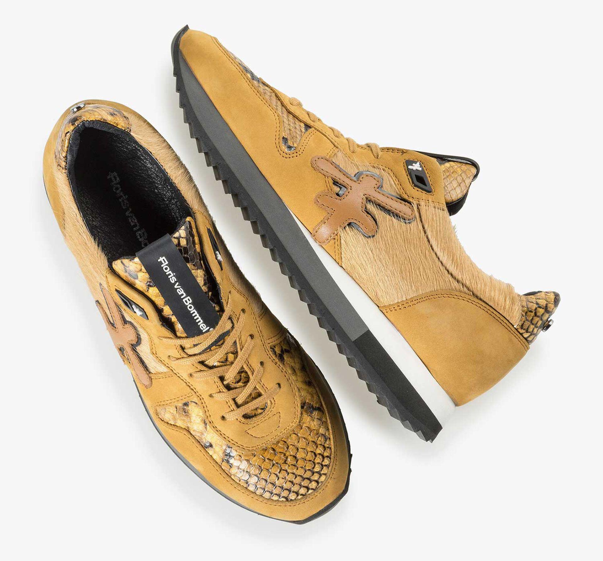 Ockergelber Leder-Sneaker mit Ponyhaar