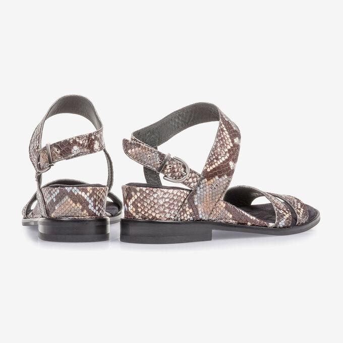 Braun-weiße Leder-Sandale mit Schlangenprint