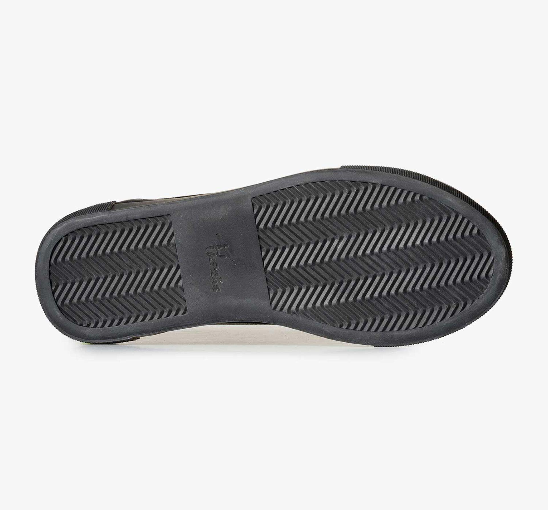 Schwarzer Leder-Sneaker mit schwarzer Cupsohle