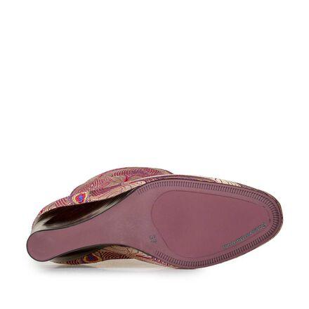 Halbhoher Stiefel mit Keilabsatz