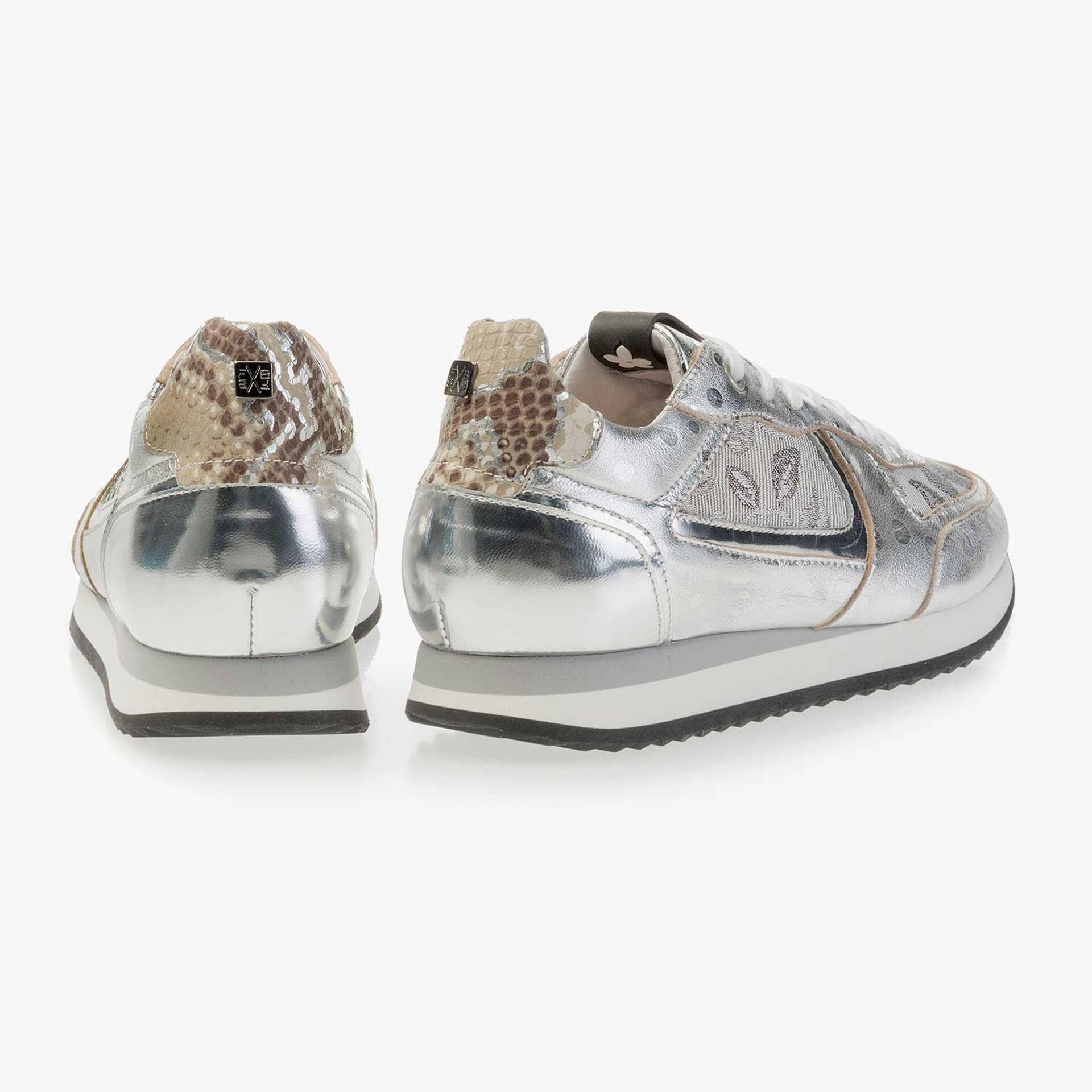 Silberfarbener Leder Sneaker