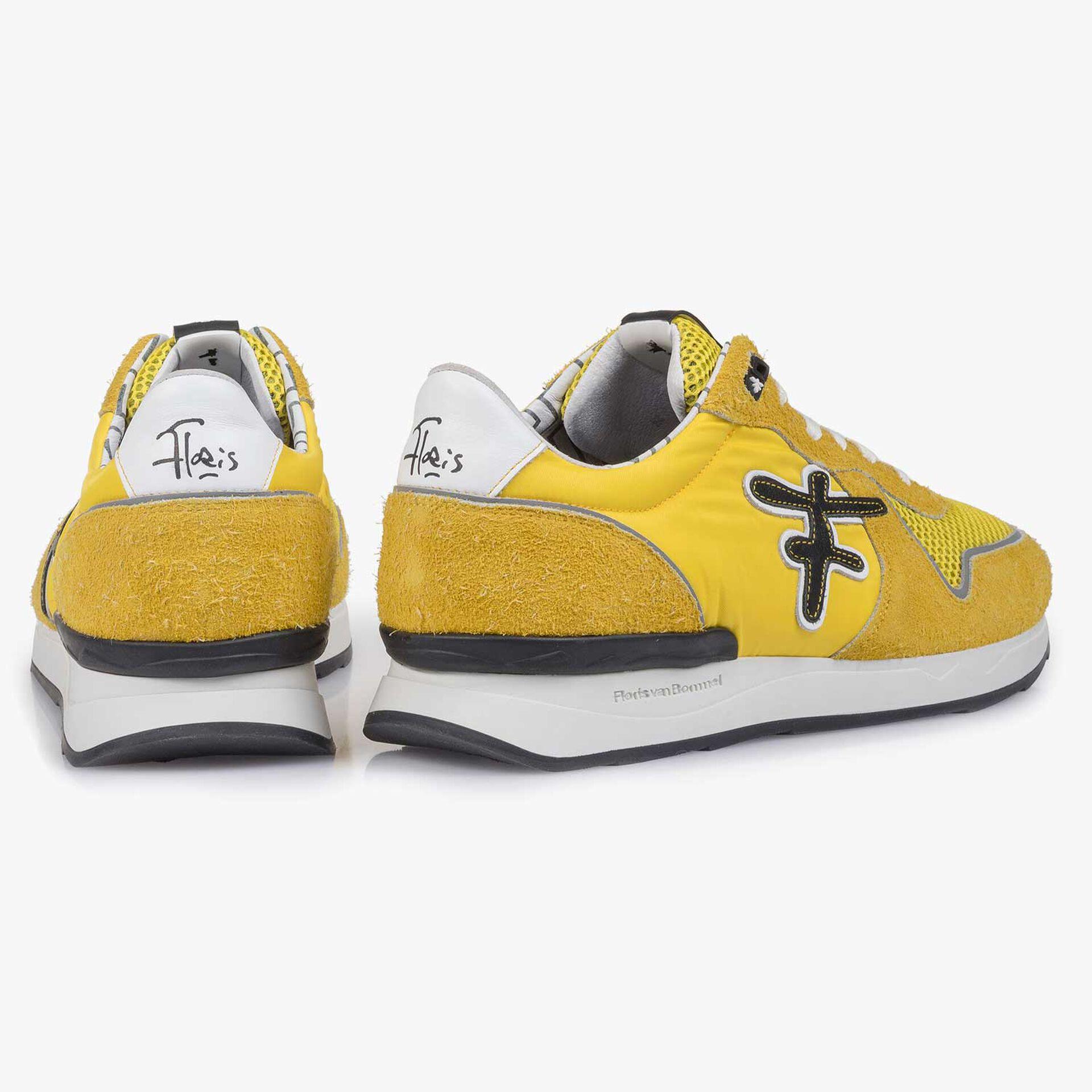 Gelb-schwarzer Wildleder-Sneaker