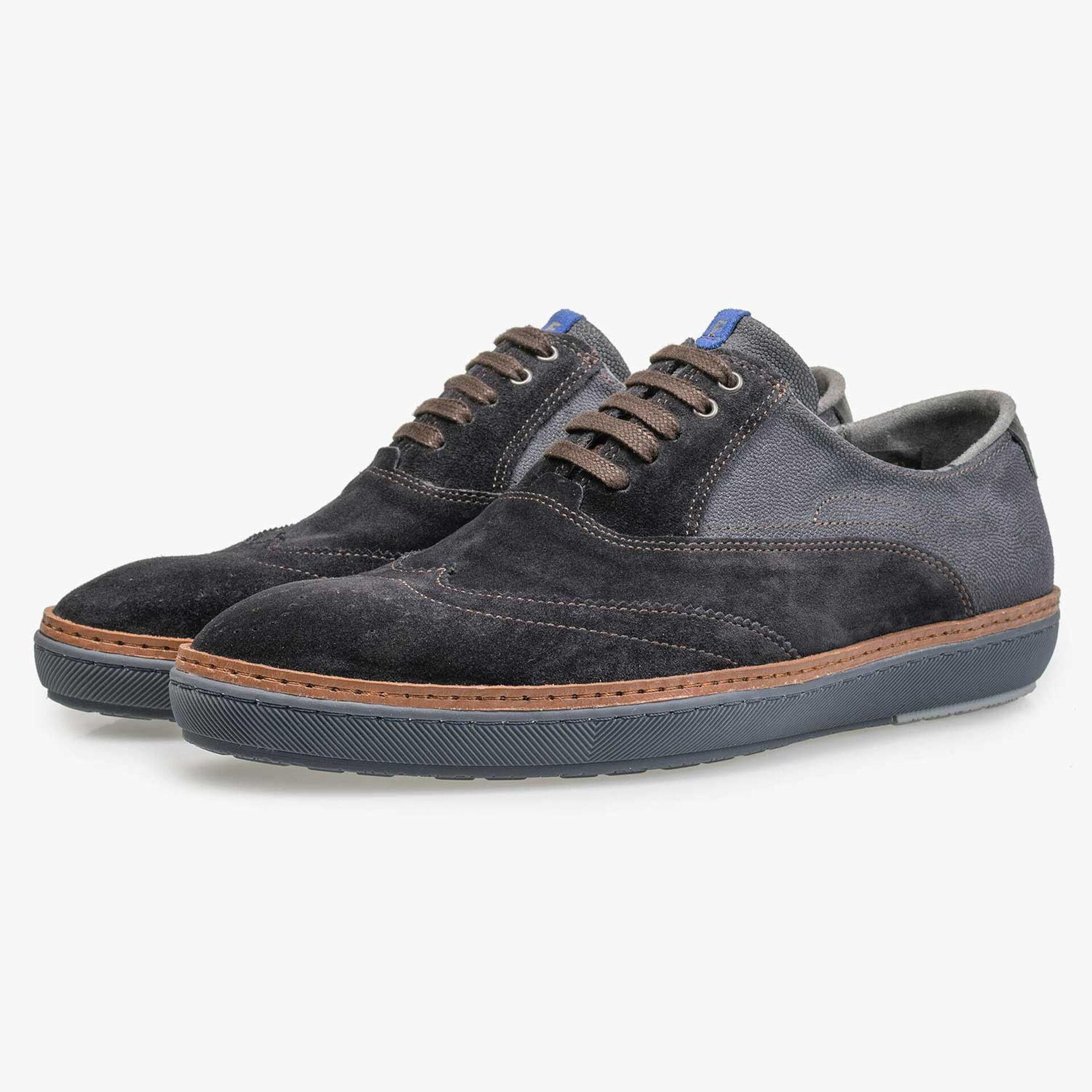 Calf's suede leather lace shoe with brogue details