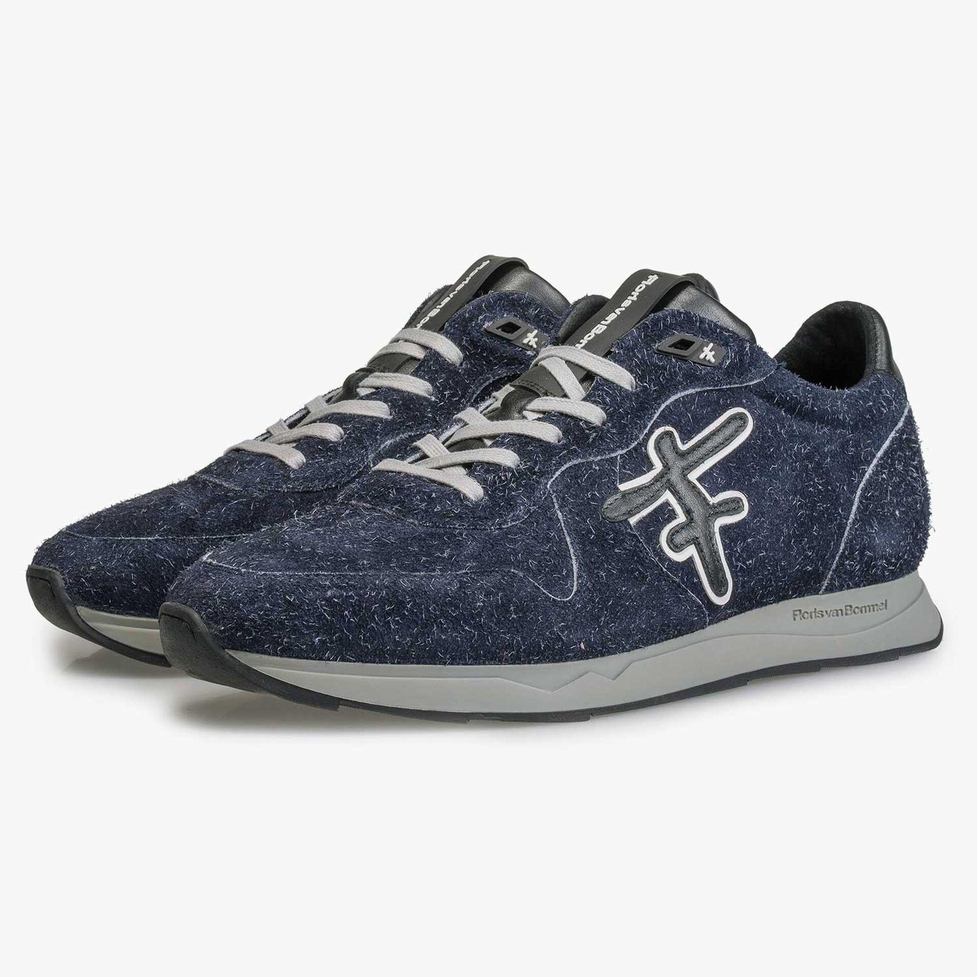 Sneaker aus blauem, rauhaarigem Wildleder