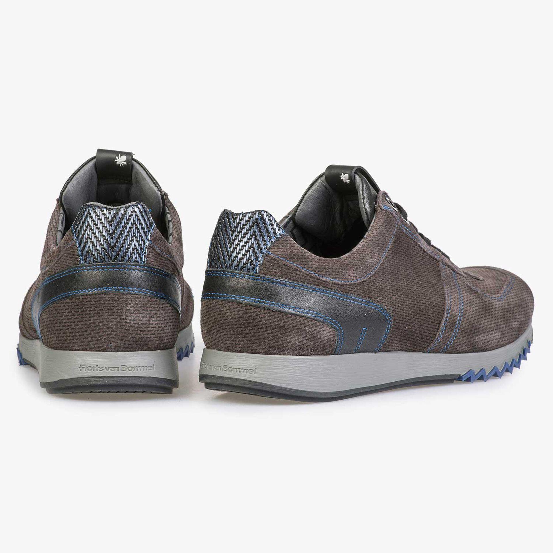 Graubrauner Sneaker mit kobaltblauen Details