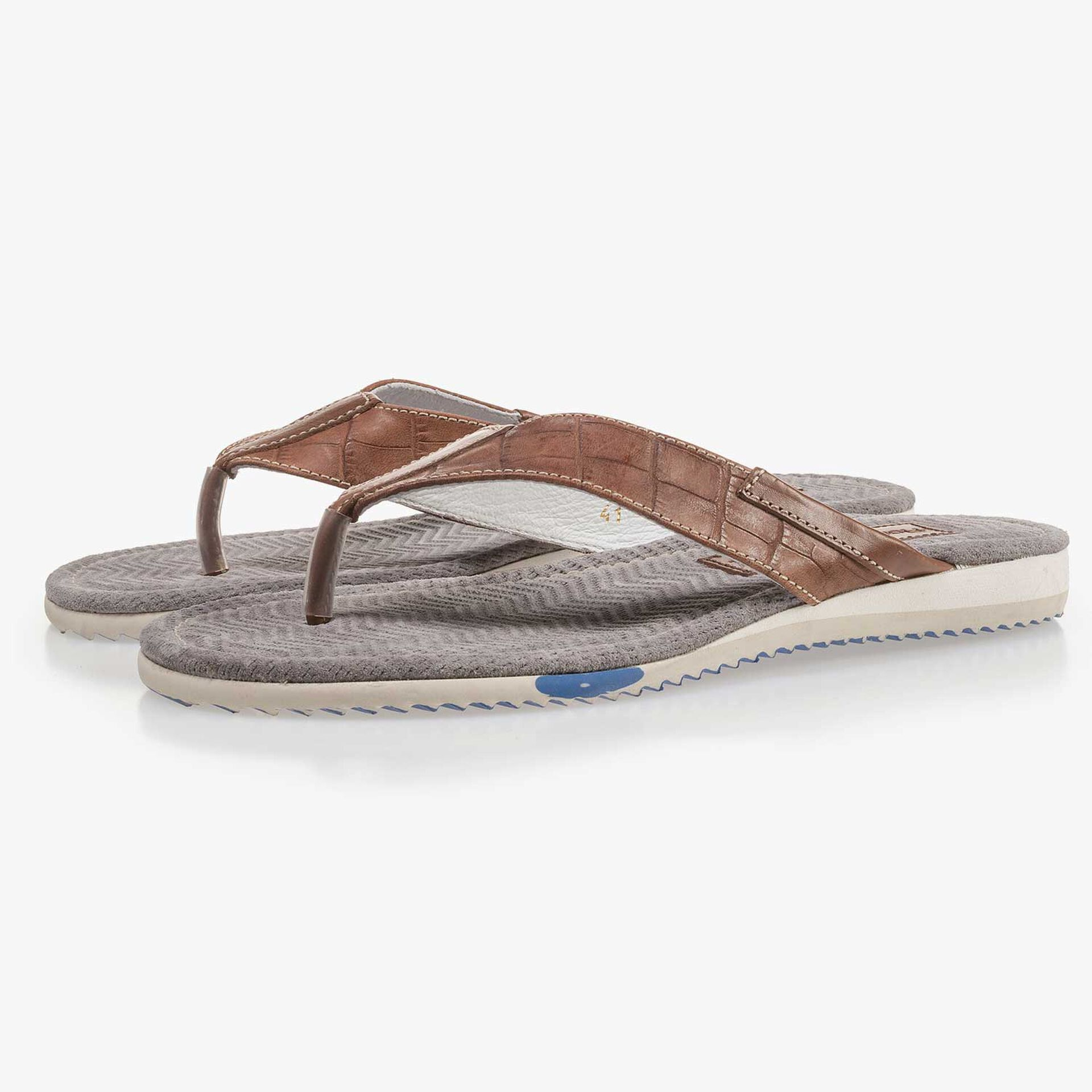 Cognac-coloured leather thong slipper with croco print