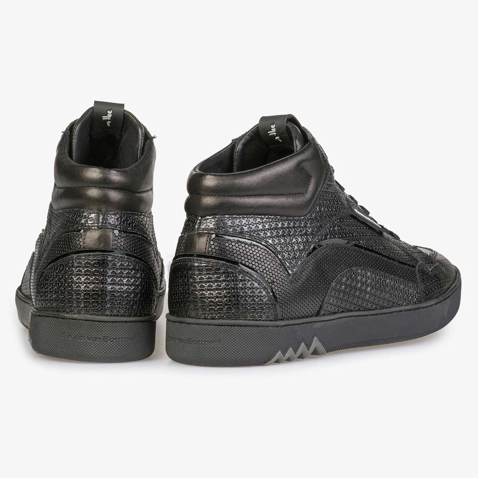 Halbhoher silberfarbener Sneaker