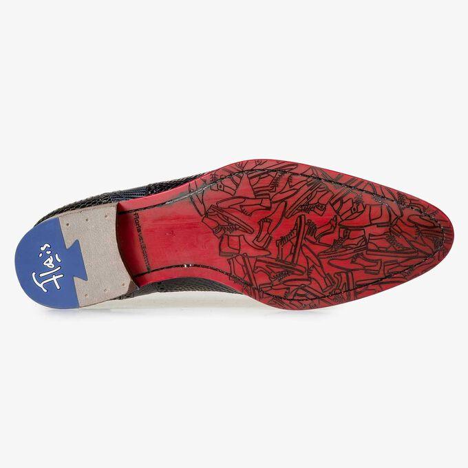 Dark blue lace shoe