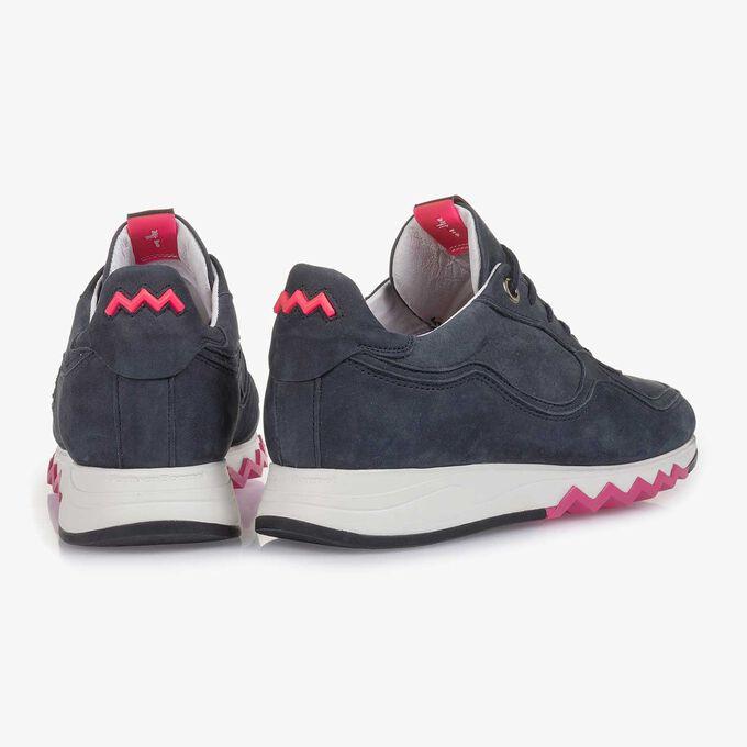 Dunkelblauer Nubukleder-Sneaker