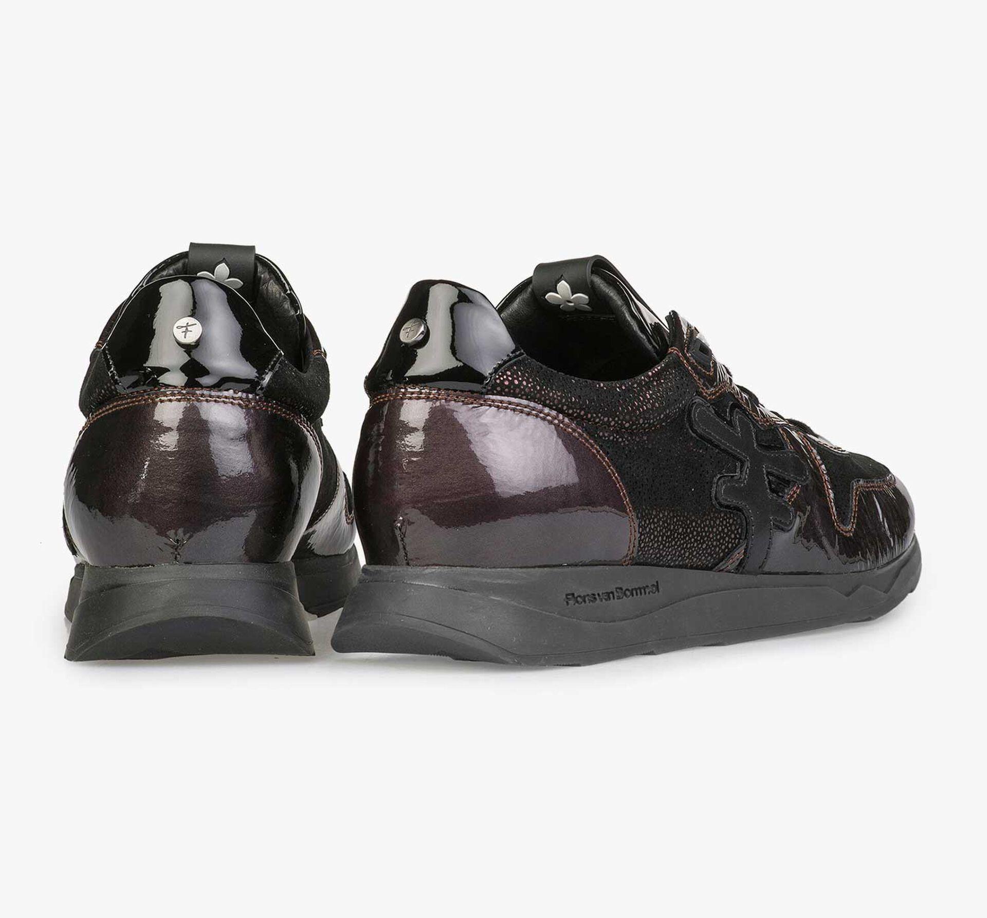 Bordeauxroter und taupefarbener Lackleder-Sneaker mit Joggingschuhsohle
