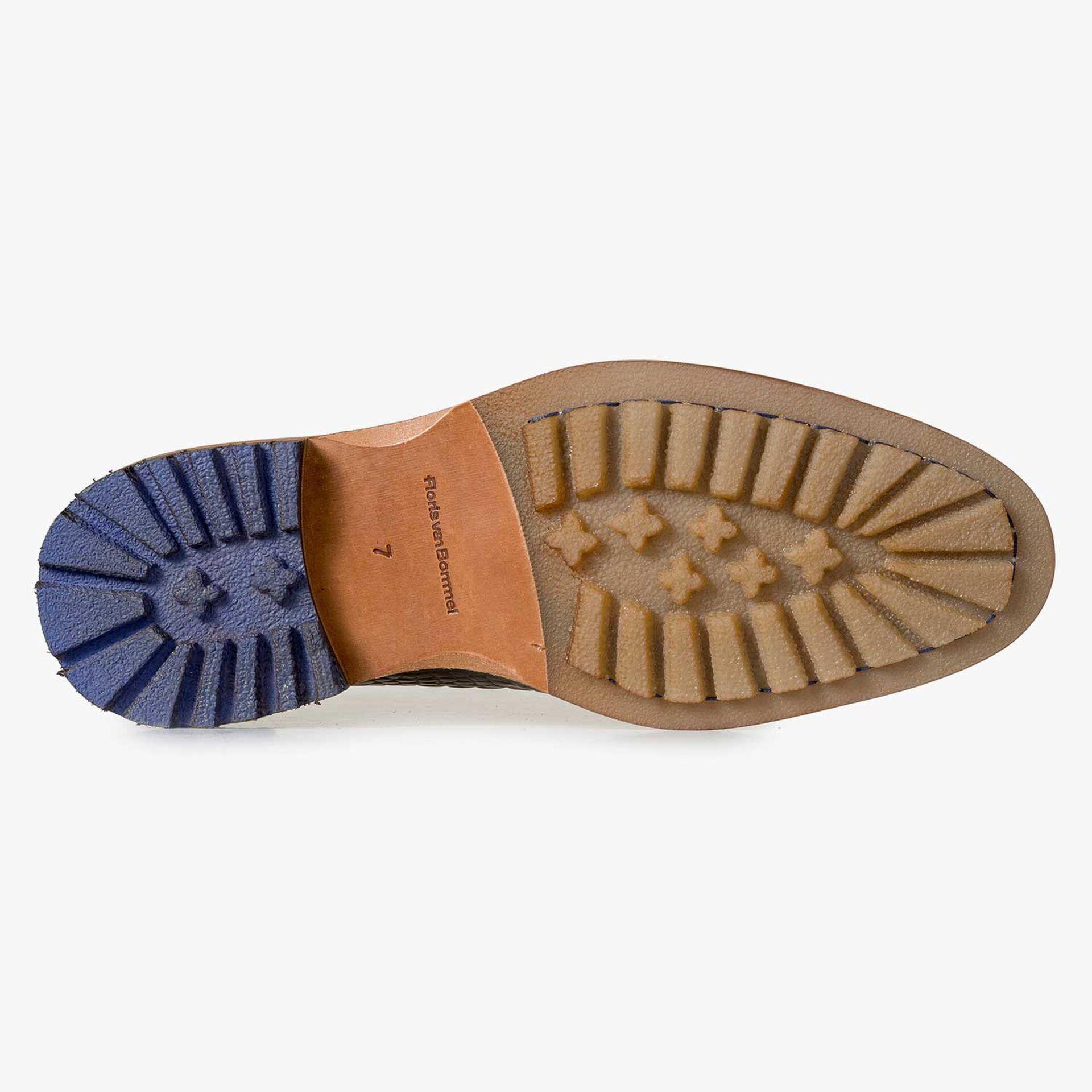 Halbhoher brauner Leder-Schnürstiefel mit Krokoprint