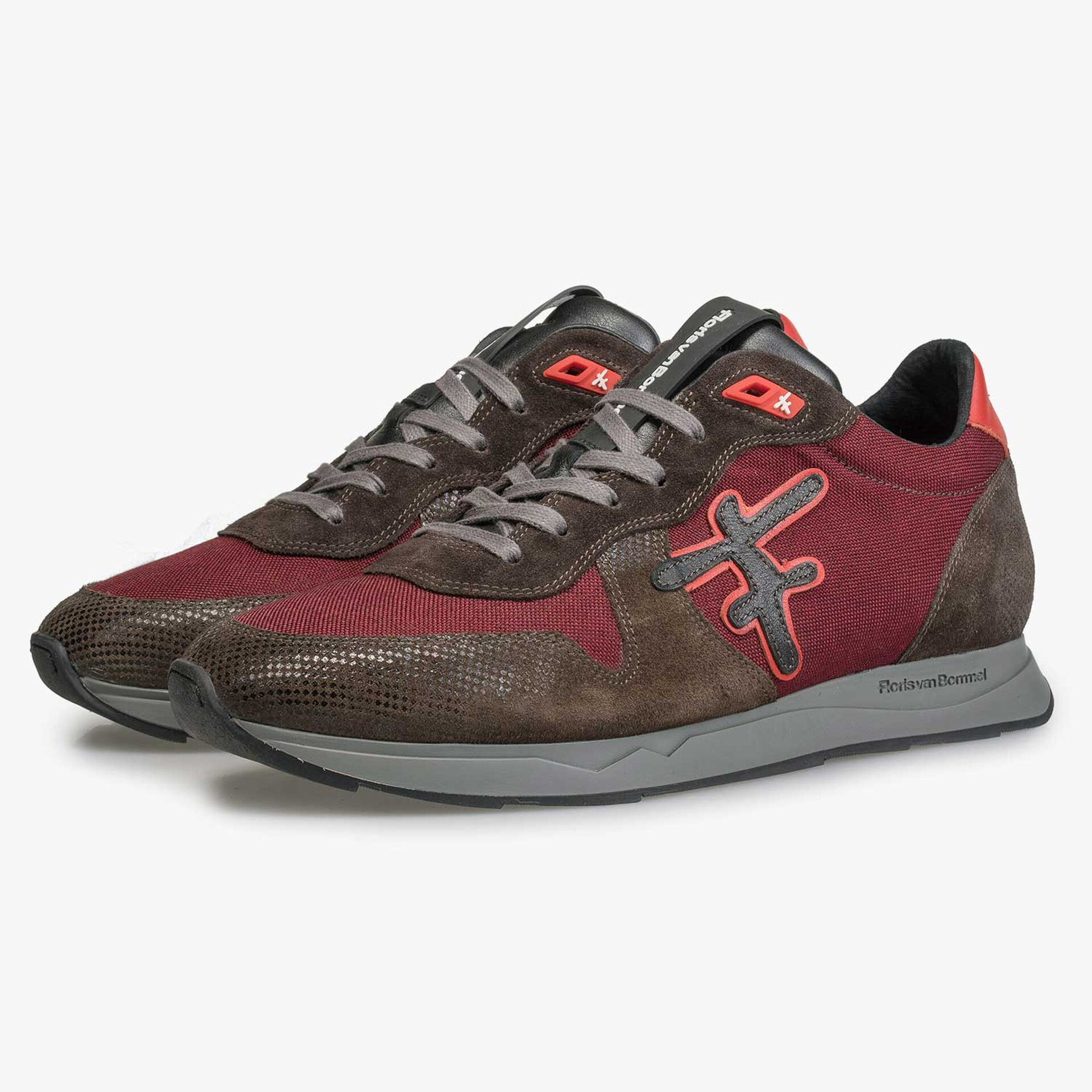 Leather sneaker with dark red canvas