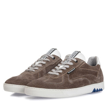 Sporty leather sneaker