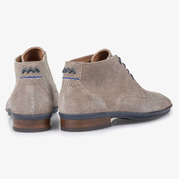 Light taupe-coloured suede leather lace shoe with a pattern