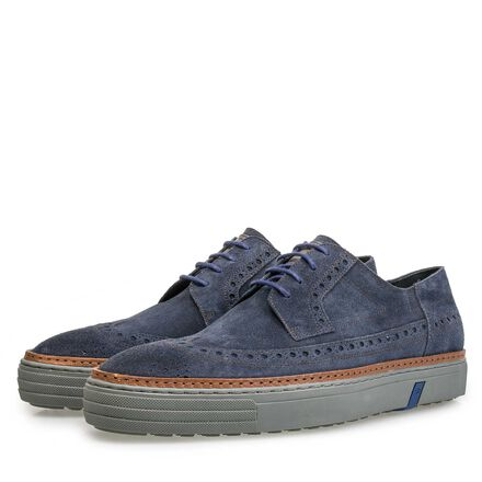 Sneaker with brogue details
