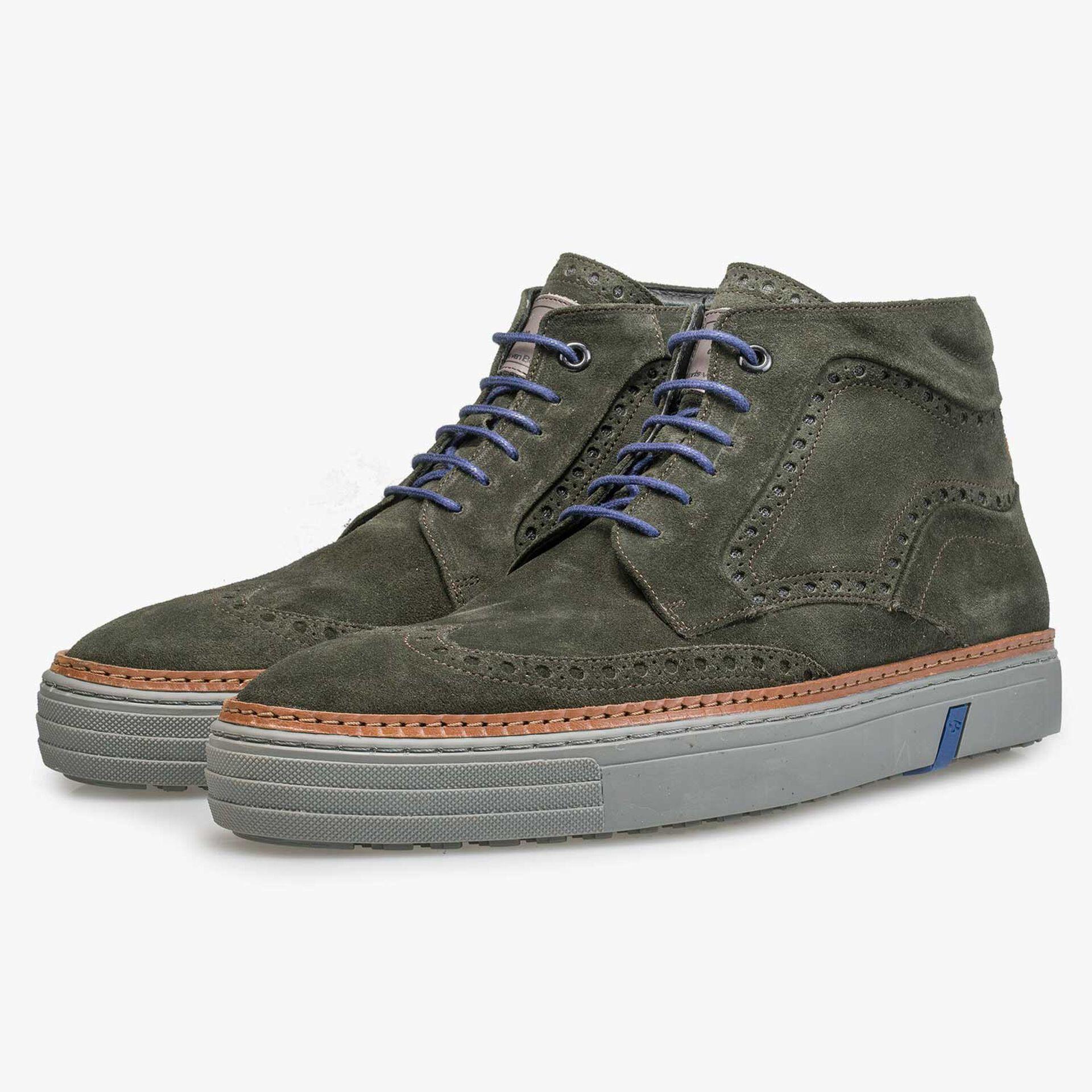 Halbhoher olivgrüner Sneaker mit Brogue-Lochmuster