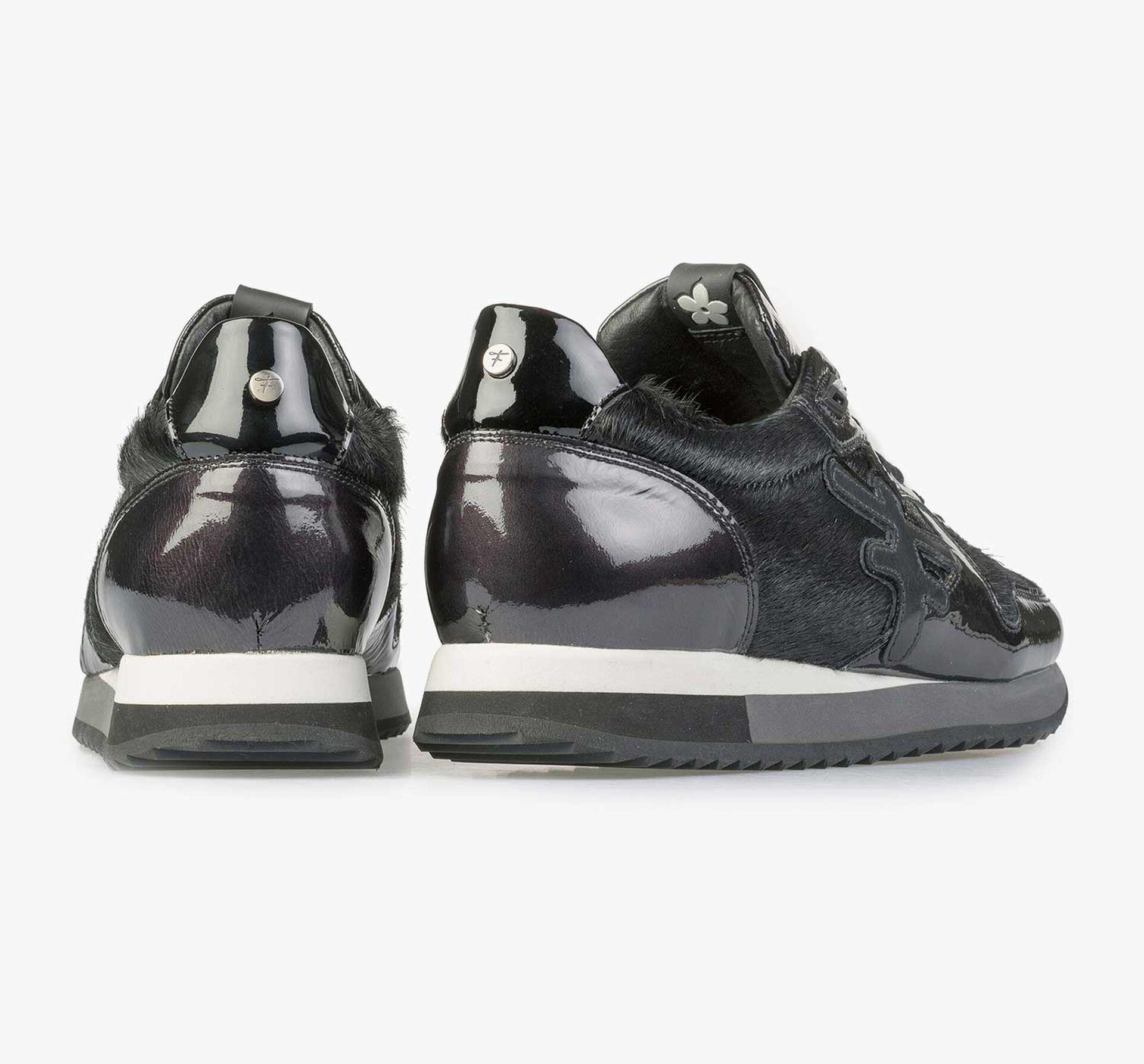 Schwarzer Lackleder-Sneaker mit F-Logo