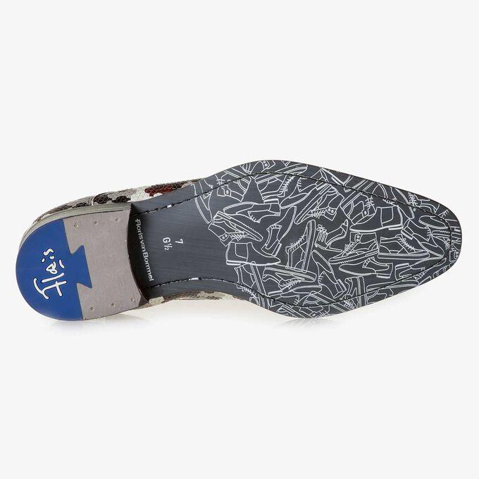Weißer Kalbsleder-Schnürschuh mit mehrfarbigem Print