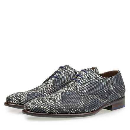 Calf leather lace shoe with a snake print