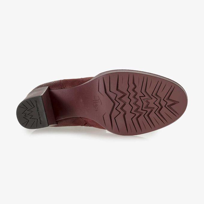 Weinrote Nubukleder-Stiefelette mit Schlangenprint