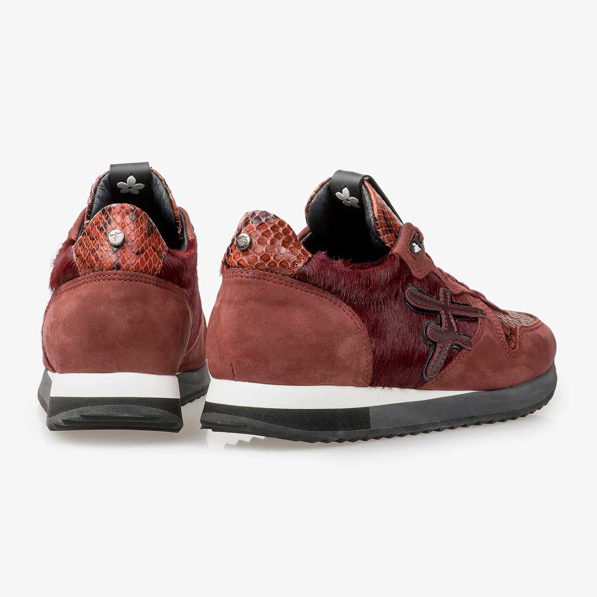 Bordeauxroter Leder-Sneaker mit Ponyhaar