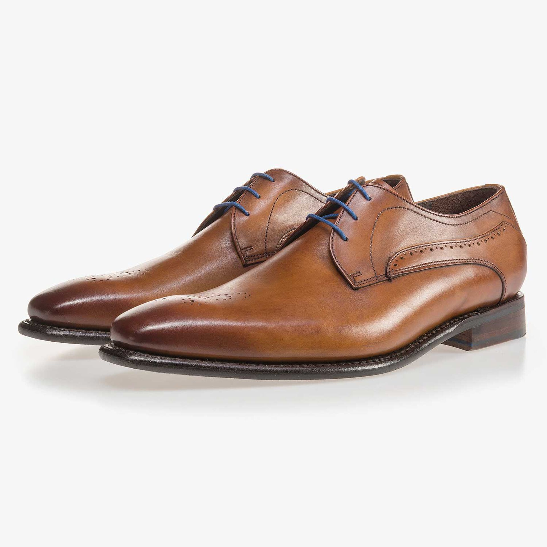 Perforated leather lace shoe cognac