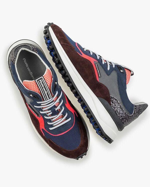 Roter Wildleder-Sneaker