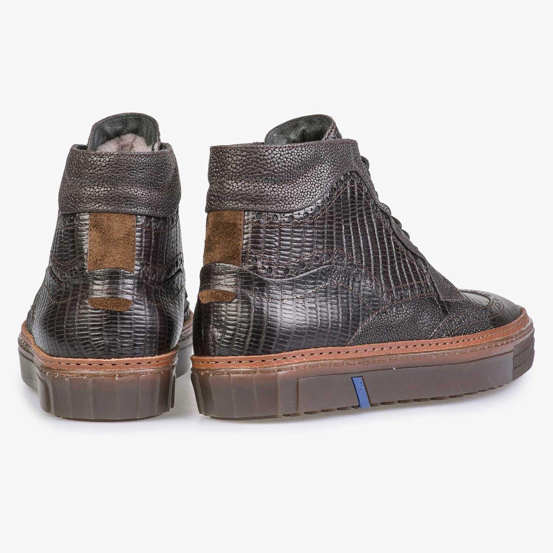 Halbhoher dunkelbraune Sneaker mit Brogue-Lochmuster